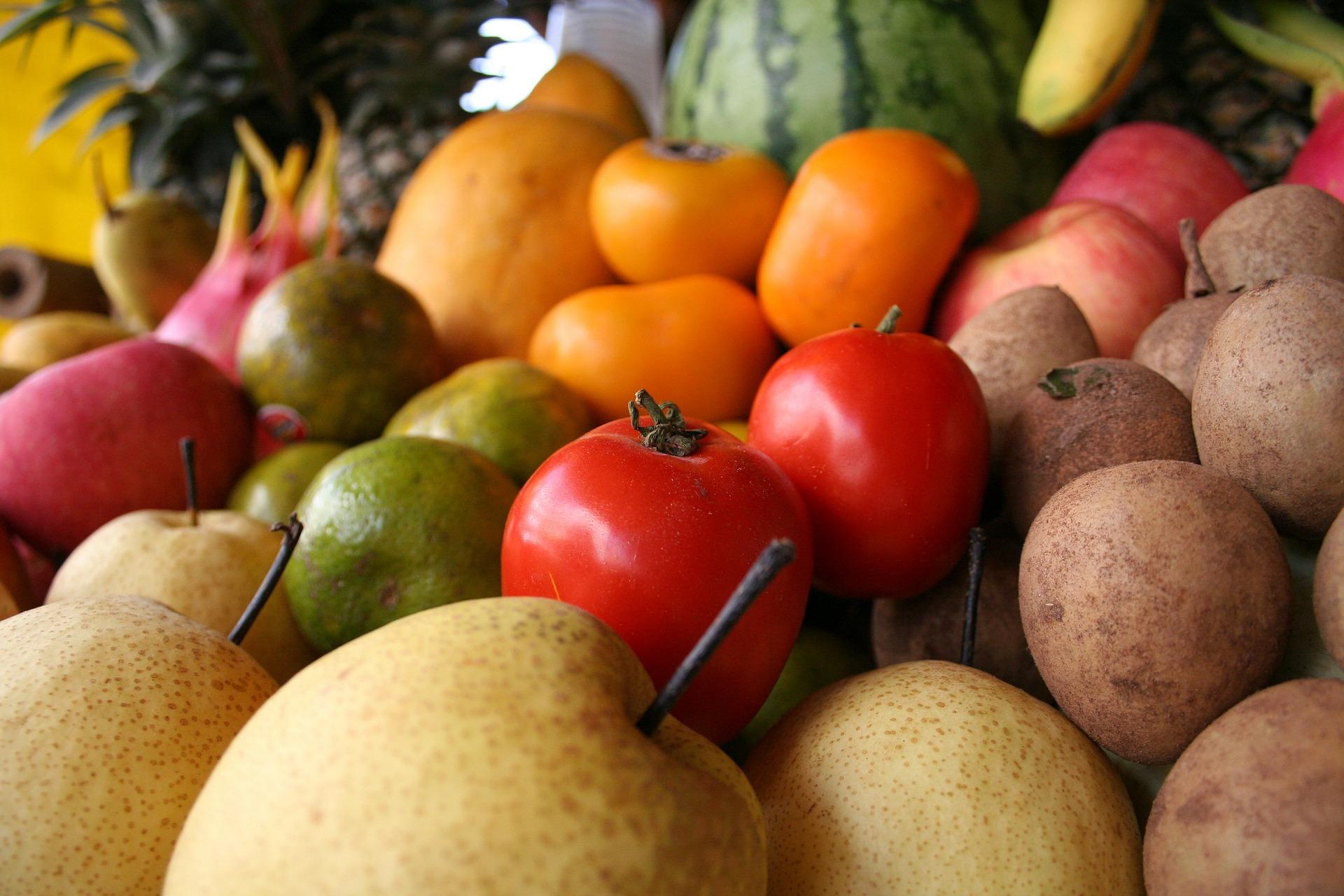 fruits-61896_1920