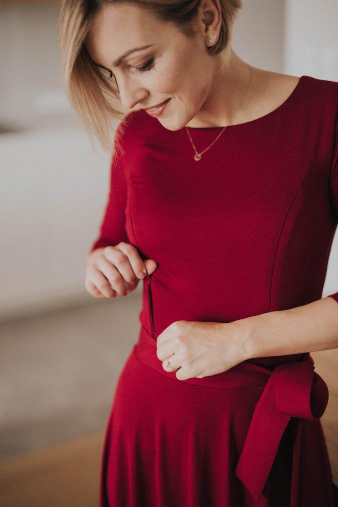3424ea531 ... która oprócz eleganckich i wysmakowanych sukienek do karmienia i  sukienek ciążowych, oferuje także bluzki i spódnice, stale rozszerzając  swoją ofertę o ...